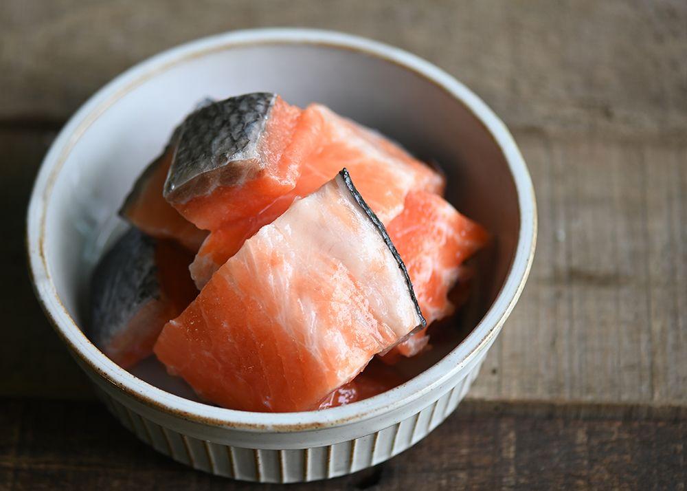 鮭魚魚肉骨