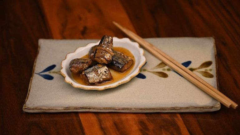 梅子薑絲燉煮秋刀