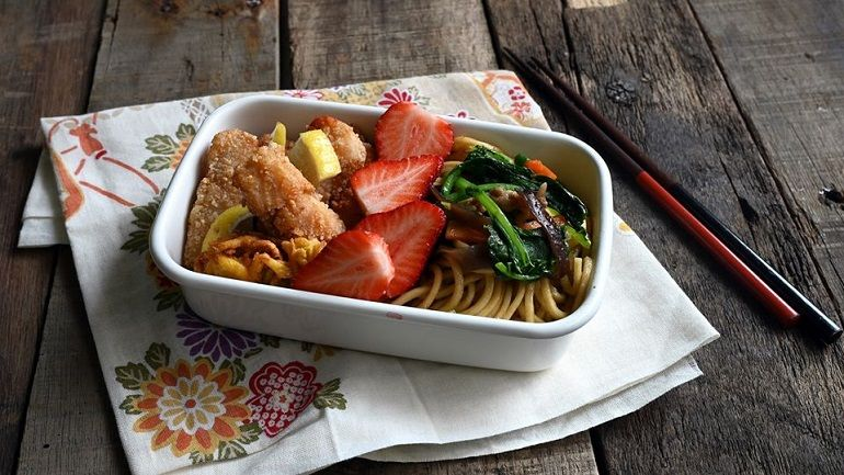 沙茶炒麵│香酥魚