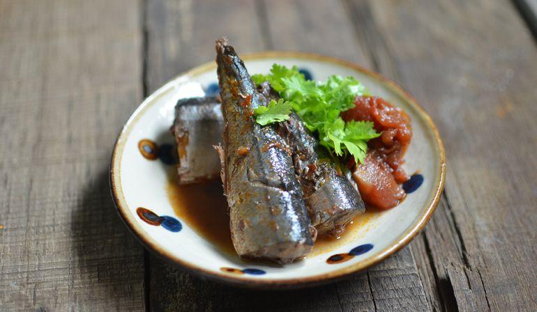 紅酒番茄燉煮秋刀魚
