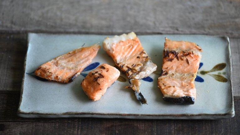 烤鮭魚魚肉骨