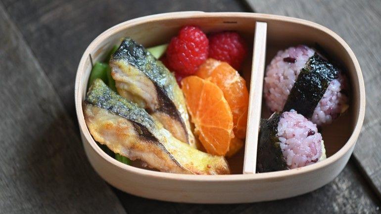 酥炸咖哩鯖魚便當