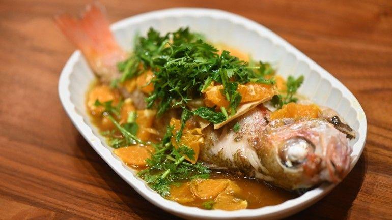 香菜甜橘蒸紅喉魚
